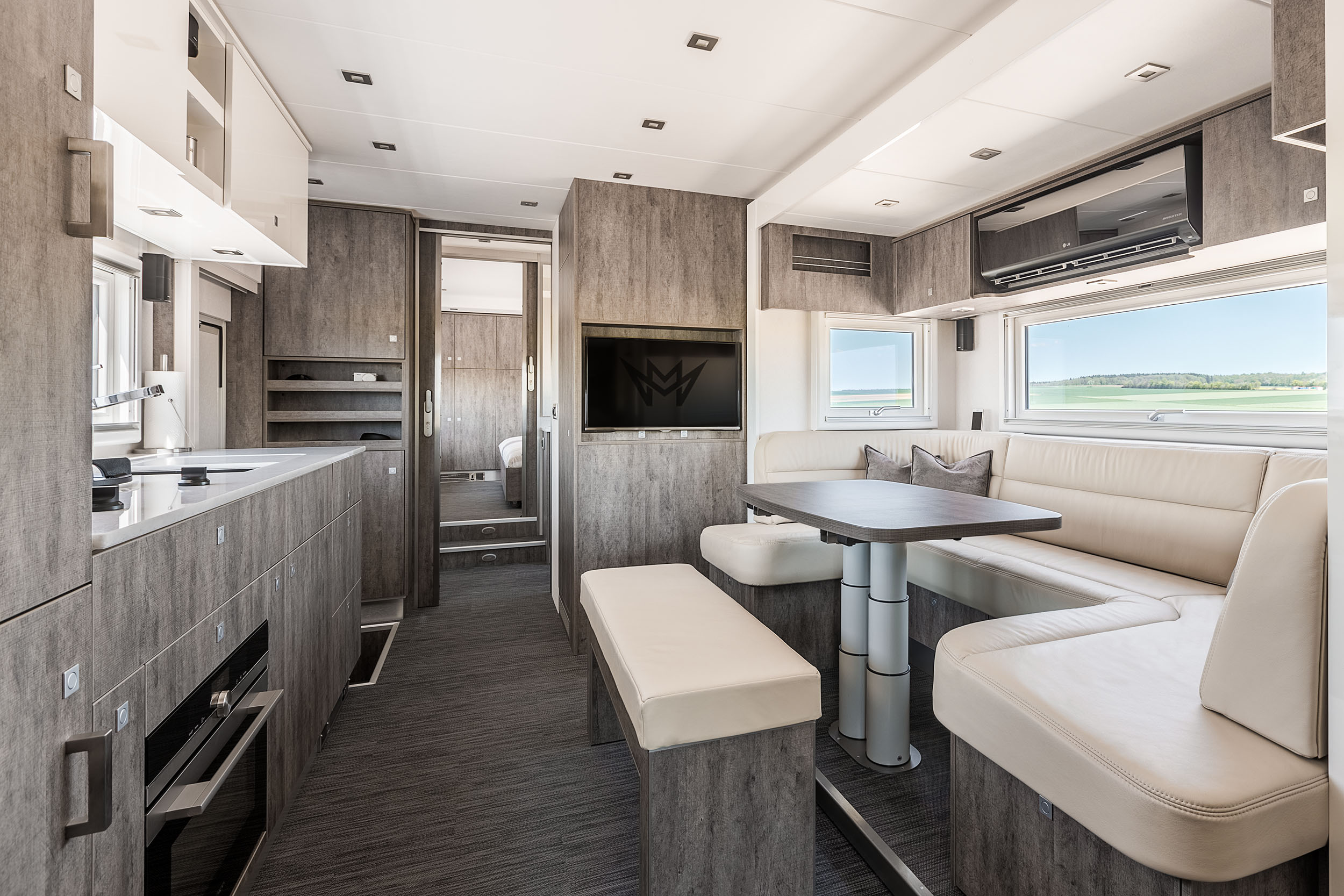 innenraumaufnahmen magellano luxury motorhome wohnmobil hotel. Black Bedroom Furniture Sets. Home Design Ideas